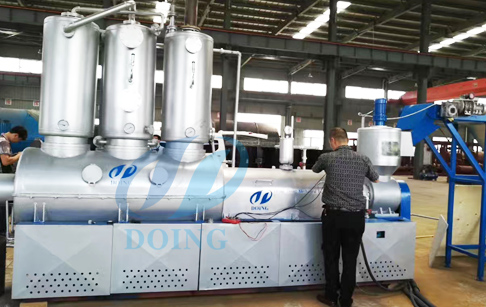 Automatic continuous pyrolysis and distillation integrated  machine