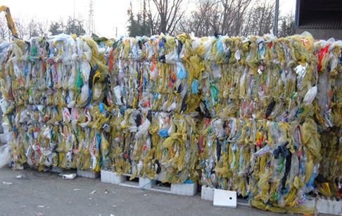 How to recycle plastic bags and bottles without pollution?