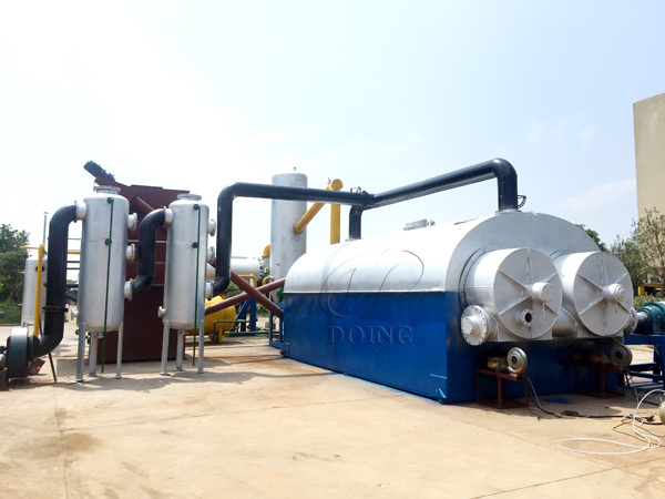 Fully continuous waste plastic recycling to fuel oil pyrolysis plant